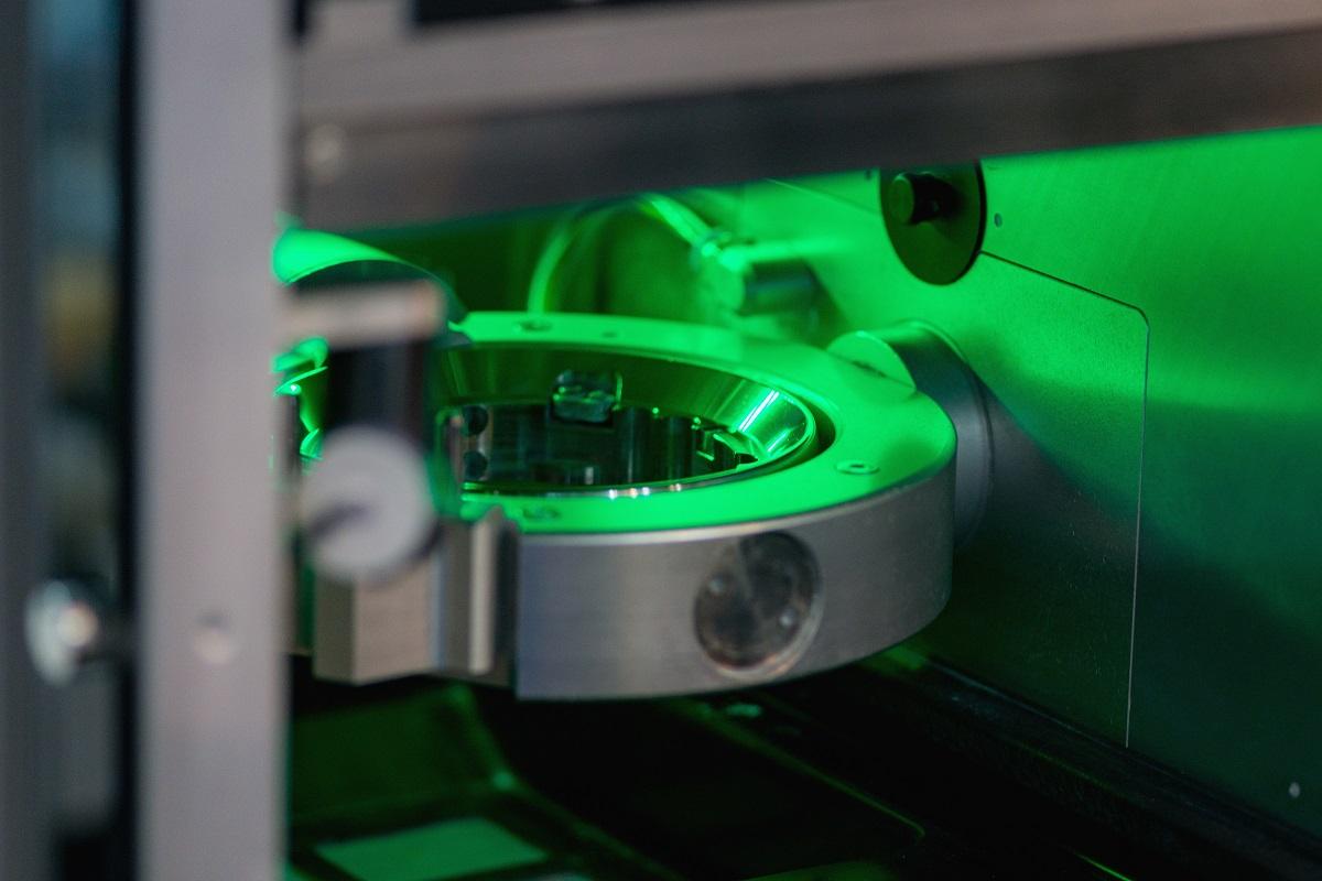 Máquina Fresadora odontológica esverdeada