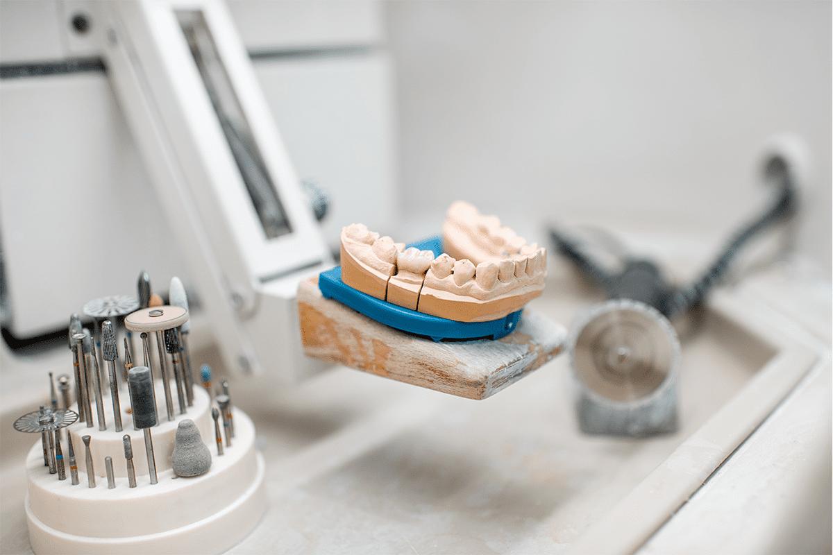 Mandíbula artificial para implantes dentais em laboratório técnico dental blog dental cremer lab